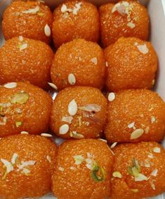 Indian Desserts, Indian Sweets, Indian Food Recipes, Dried Raisins, Floral Wallpaper Iphone, Desi Ghee, Eggless Desserts, Oil For Deep Frying, Mehndi Simple