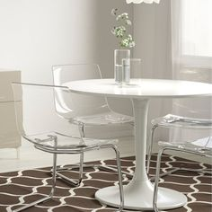 Dining room set created with DOCKSTA white table and four TOBIAS clear chairs. White Dining Table Set, Clear Dining Chairs, Small Table And Chairs, Dining Room Chairs Ikea, Kitchen Chairs, Dining Sets, Ikea Clear Chair, Compact Dining Table, Shabby Chic Kitchen Shelves
