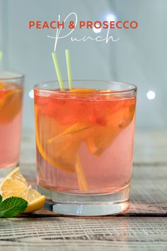 Peach liqueur, sparkling prosecco, a little apple juice and a dash of gin - this party punch tastes and looks simply beautiful, and the recipe is super easy to Sloe Gin Cocktails, Classic Gin Cocktails, Gin Cocktail Recipes, Fun Cocktails, Party Drinks, Alcoholic Drinks, Beverages, Pink Gin Recipe