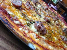 Pizza pagesa con butifarra y chimichurri