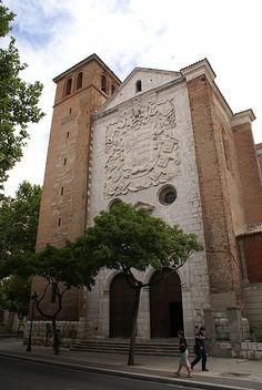 Sobre la fachada de la Iglesia de La Magdalena encontramos el mayor blasón que existe, del que fuera Virrey y Pacificador del Perú, don Pedro de la Gasca.