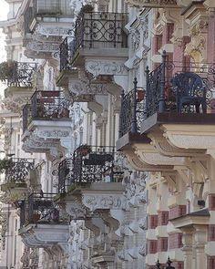 Les balcons des Paris. ---- #paris #france #balcony #balcons #balconsdeparis #beauty #instagood #instagram #travel #vacation http://tipsrazzi.com/ipost/1524430763263590560/?code=BUn3bPRAQCg