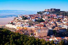 Los 8 pueblos más bonitos de Albacete - Viajeros 3.0 Reserva Natural, San Francisco Skyline, Grand Canyon, Dolores Park, Nature, Travel, Sierra, Chinchilla, Vernacular Architecture