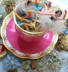 I had a jewelery box with one of these ballerinas.  I would love to find one while I am vintage market shopping.
