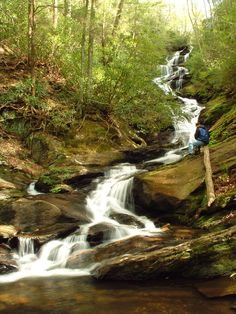 Cachoeira Roaring Fork, perto do Monte Mitchell, Floresta Nacional Pisgah, Carolina do Norte, USA.  Fotografia:  Wncoutdoors.
