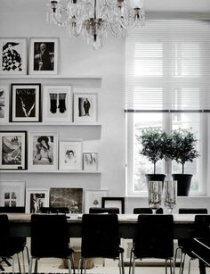 (shelves up the wall) beautiful black & white interior design.  c/o Habitually Chic.  #whiteandblack