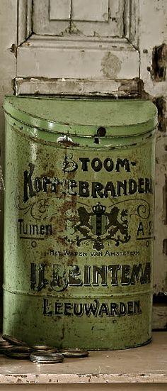 old green Dutch advertising tin Vintage Tins, Vintage Love, Vintage Kitchen, Mint, Tin Containers, Antique Decor, Tin Toys, Tin Signs, Fireplace Design
