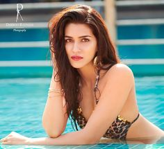 Exclusive Bollywood Actresses Hot HD Wallpapers, Heroine Photos, Girls Pictures, Indian Models Images, Bikini Babes & Beautiful Indian Celebrities from latest Photoshoots. Indian Actress Hot Pics, Bollywood Actress Hot Photos, Indian Bollywood Actress, Beautiful Bollywood Actress, Most Beautiful Indian Actress, Beautiful Actresses, Mode Bollywood, Bollywood Bikini, Bollywood Girls