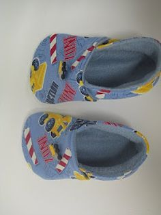 how to make Tawny Bee Moccasins in several kid sizes from 6 months to size 11 (with free downloadable patterns).