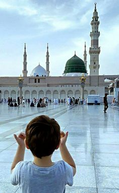 Sending Durud and Salam on our Noble Prophet Muhammad (PBUH). Muslim Images, Islamic Images, Islamic Pictures, Islamic Art, Mecca Madinah, Mecca Masjid, Al Masjid An Nabawi, Masjid Al Haram, Mecca Wallpaper
