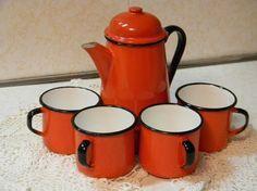 Camping Coffee Pot Mugs 30 Ideas For 2019 Red Kitchen, Kitchen Items, Enamel Teapot, Enamel Dishes, Enamel Ware, Camping Items, Vintage Enamelware, Camping Coffee, Coffee Set