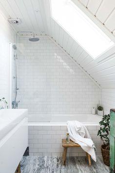Badrumsinspiration, badrum med marmor och vitt kakel