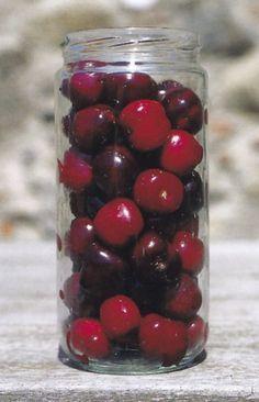 Cseresznye, meggy nyersen sütemény töltelékeként Marmalade, Diy Food, Ketchup, Cake Cookies, Preserves, Pesto, Pickles, Cherry, Food And Drink