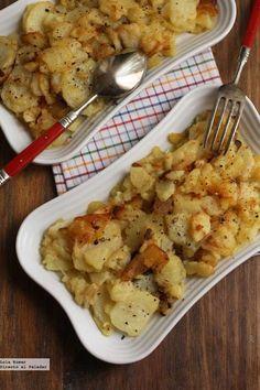 Patatas a la lionesa. Receta Potato Recipes, Vegetable Recipes, Vegetarian Recepies, Food Porn, Cooking Recipes, Healthy Recipes, Exotic Food, Kitchen Dishes, Food Hacks
