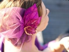For those looking to get some pretty crafts done this weekend, I give you a list of fab and stylish DIY Fascinators. A fascinator, for those who are not familiar with the accessory, is a headpiece that is often made of flowers, lace, feathers, and jewels. They are beautiful vintage-inspired hair accessories that are easy to make and even easier to customize.