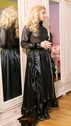 Satin Skirt, Satin Dresses, Dress Skirt, Sexy Outfits, Pretty Outfits, Silk Slip, Sexy Latex, Satin Blouses, Pvc Apron