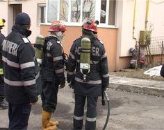 O ţeavă de gaz s-a fisurat, la parterul unui bloc de pe strada Victoriei din cartierul Obcine al muncipiului Suceava. Locatarii, alarmați de mirosul de metilmercaptan, au sunat de urgență la 112.    La fața locului s-au deplasat pompierii şi jandarmii care au securizat zona. O echipă de la E-on Gaz a intervenit pentru a remedia problema. Din primele cercetări, se pare că este vorba despre o conductă veche care s-a fisurat din cauza ruginei.