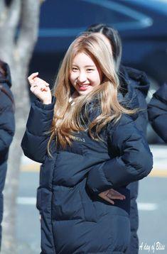 Yuri, Me As A Girlfriend, Kpop Girls, Girl Group, Girlfriends, Rapper, Winter Jackets, Female, Coat