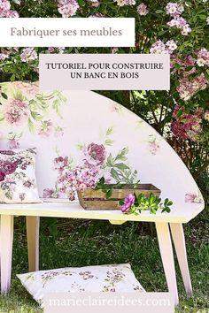 Envie d'une assise originale ? Suivez les étapes de notre tutoriel pour fabriquer un banc en bois et pour le décorer avec du papier-peint ! Picnic Blanket, Outdoor Blanket, Outdoor Furniture, Outdoor Decor, Bench, Marie Claire, Home Decor, Build A Bench, Garden Landscaping