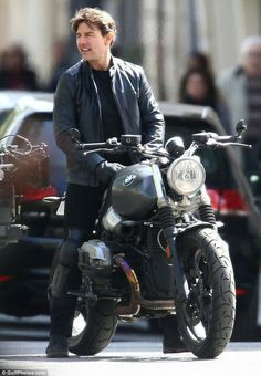 Ducati 999r, Kawasaki Gpz900r, Tom Cruise Young, Mission Impossible 6, Biker Chick Outfit, Nine T, Portrait Photography Men, Bmw Cafe Racer, Triumph Bonneville