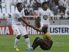 Em jogo realizado na tarde deste domingo, Botafogo e Corinthians empataram em 2 a 2. O holandês Seedorf, com dois gols, foi o destaque do jogo  Foto: Daniel Ramalho/Terra.#jorgenca