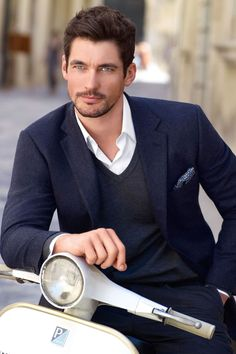 Male Model David Gandy's fashion, style and tips in pictures. See Dolce & Gabbana model David Gandy on the catwalk and naked in his pictures. David Gandy Style, David James Gandy, Foto Top, Outfits Hombre, Elegant Man, British Men, Tailored Suits, Perfect Man, Male Models