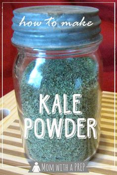 How to Make and Use Kale Powder - this stuff is awesome to store to use for smoothies and put in sauces and sprinkle over foods the way you do parsley or to put into meatloaf or salads and more! Kale Recipes, Real Food Recipes, Vegan Recipes, Drink Recipes, Cookie Recipes, Kale Powder, How To Make Kale, How To Freeze Kale, How To Store Kale