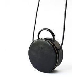 Runde Black Cross Body Bag ganze Verkauf von CloudAndRock auf Etsy
