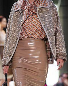 68360 meilleures images du tableau Mode - fashion en 2019   Woman ... f949cc9a5cf