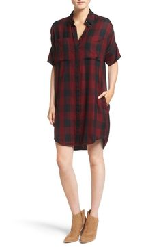 Richly colored plaid brings timeless appeal to this button-front shirtdress with a loose silhouette, crisp spread collar and handy front pockets. Pair with booties for a classic fall look.