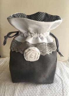 Pochon shabby en lin dentelle et fleur en lin : Etuis, mini sacs par realisa