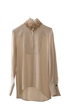 Camisa con cuello bordado de estilo romántica.