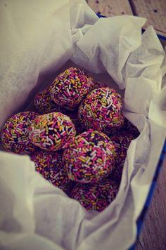 Πολύχρωμες τρούφες σοκολάτας με 3 μόνο υλικά