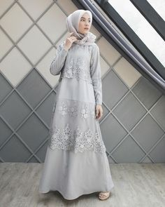 "15.8b Beğenme, 56 Yorum - Instagram'da Dwi Handayani Syah Putri (@dwihandaanda): ""Dress from @ainayya.id so simple and beautiful with lace details """