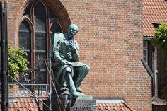 #Lübeck Emanuel Geibel (1815–1884) wird als Stadtdichter gefeiert und ist Ehrenbürger Lübecks. In der zweiten Hälfte des 19. Jahrhunderts war er einer der erfolgreichsten deutschen Lyriker und schrieb u.a....