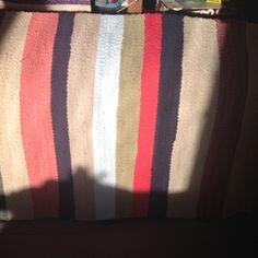 Írtam már itt a blogban, hogy a varrás mellet szőni is nagyon szeretek. Ez a tevékenységem akkor teljesedett ki igazán, mikor kaptam egy szövőállványt (addig csak keretem volt). A fonal az kinőtt, … Handmade Rugs, Weaving, Throw Pillows, Blog, Toss Pillows, Decorative Pillows, Knitting, Decor Pillows, Crocheting