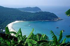 Nơi có bãi biển gần như đẹp nhất thế giới với những bãi san hô , những bãi lặn tuyệt vời cho những người đam mê khám phá .