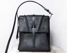 Amazing Rugged distressed leather bag by MLfinds on Etsy