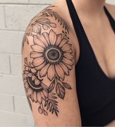 Celebrate the Beauty of Nature with these Inspirational Sunflower Tattoos awesome black & gray sunflower tattoo © tattoo artist Ariana Roman 💟🌻💟🌻💟🌻💟🌻💟 Sunflower Tattoo Sleeve, Sunflower Tattoo Shoulder, Sunflower Tattoos, Watercolor Sunflower Tattoo, Sunflower Tattoo Design, Tattoos Bein, Skull Tattoos, Cute Tattoos, Cross Tattoos