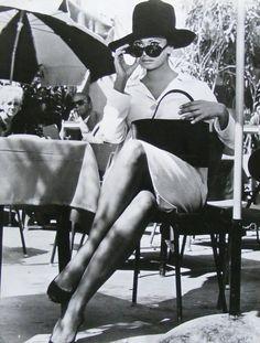 No one does a cat eye like Sophia Loren