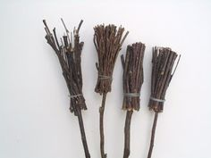 P.S. Make It Your Own: Halloween twigs witch broom - tutorial