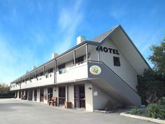 Christchurch Airways Motel New Zealand, Pacific Ocean and Australia Located in Russley, Airways Motel is a perfect starting point from which to explore Christchurch. The hotel has everything you need for a comfortable stay. To be found at the hotel are free Wi-Fi in all rooms, facilities for disabled guests, express check-in/check-out, luggage storage, Wi-Fi in public areas. Television LCD/plasma screen, internet access – wireless, internet access – wireless (complimentary), w...