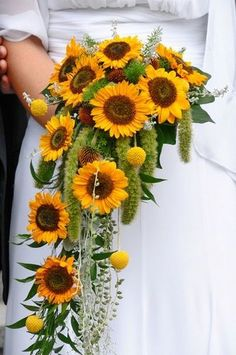 Sunflower wedding bouquet cascade / http://www.himisspuff.com/country-sunflower-wedding-ideas/7/