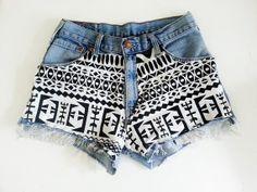 He encontrado este interesante anuncio de Etsy en https://www.etsy.com/es/listing/161870665/high-waisted-denim-shorts-tribal-pattern