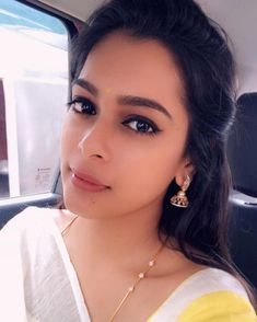 Image may contain: one or more people, selfie and closeup Gold Chain Design, Gold Bangles Design, Gold Jewellery Design, Gold Necklace Simple, Gold Jewelry Simple, Jewelry Design Earrings, Gold Earrings Designs, Antique Jewellery Designs, Gold Mangalsutra Designs