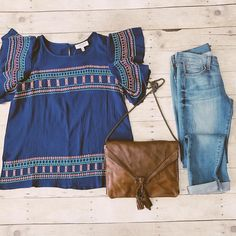 It's Wednesday! It's almost the weekend! We're keeping it fresh in our OOTD! 💙