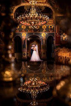 Este un cadru realizat dupa cununia religioasa. Reflexia este facuta in masa parintelui. #wedding #weddingceremony #ceremony #weddingday #brideandgroom Wedding Pics, Wedding Ceremony, Dream Wedding, Wedding Day, Wedding Dresses, Catholic Marriage, Persian Wedding, Creative Wedding Invitations, Bride Flowers