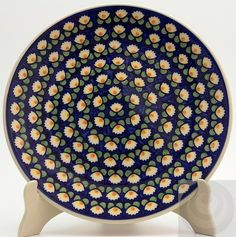 Polish Pottery dinner plate in LW waterlily design, a traditional pattern.