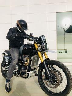 Triumph Scrambler, Triumph Motorcycles, Desert Sled, Motorbike Design, Moto Style, Motorbikes, Boats, Honda, Biker