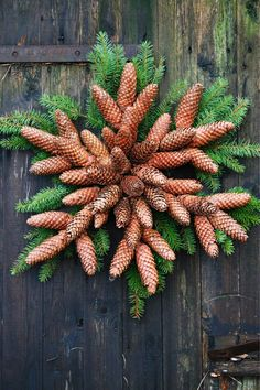 10 Christmas Decor Tips Outdoor Christmas Decorations, Christmas Themes, Christmas Wreaths, Christmas Crafts, Christmas Ornaments, Winter Plants, Winter Garden, Pine Cone Crafts, Wreath Crafts